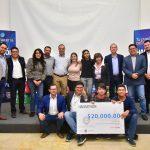 Premia Salum a ganadores del Hackathon